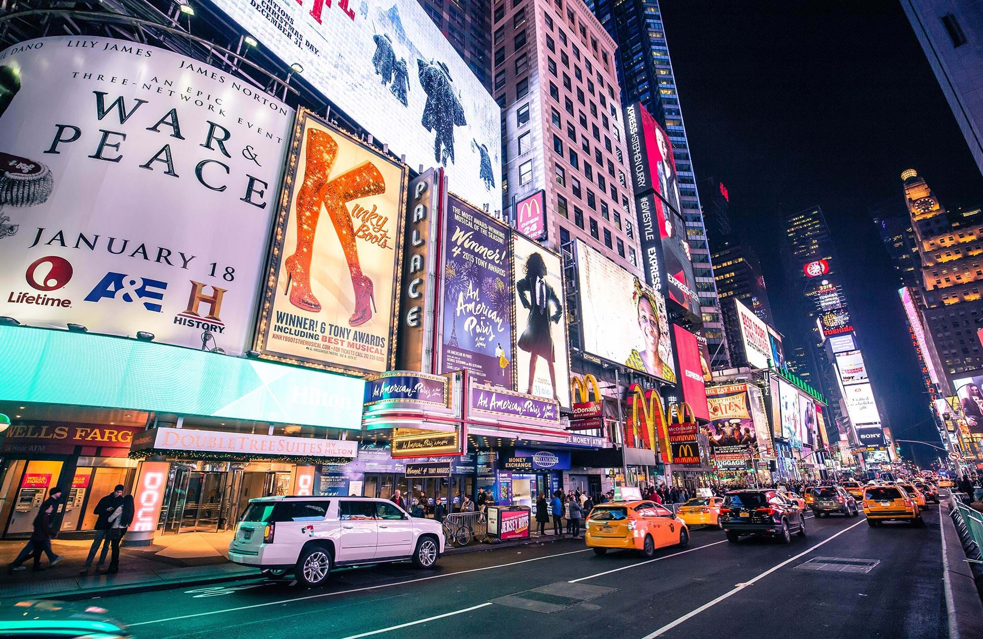 Billbords op Times Square in New York | Studeren aan Berkeley College | KILROY