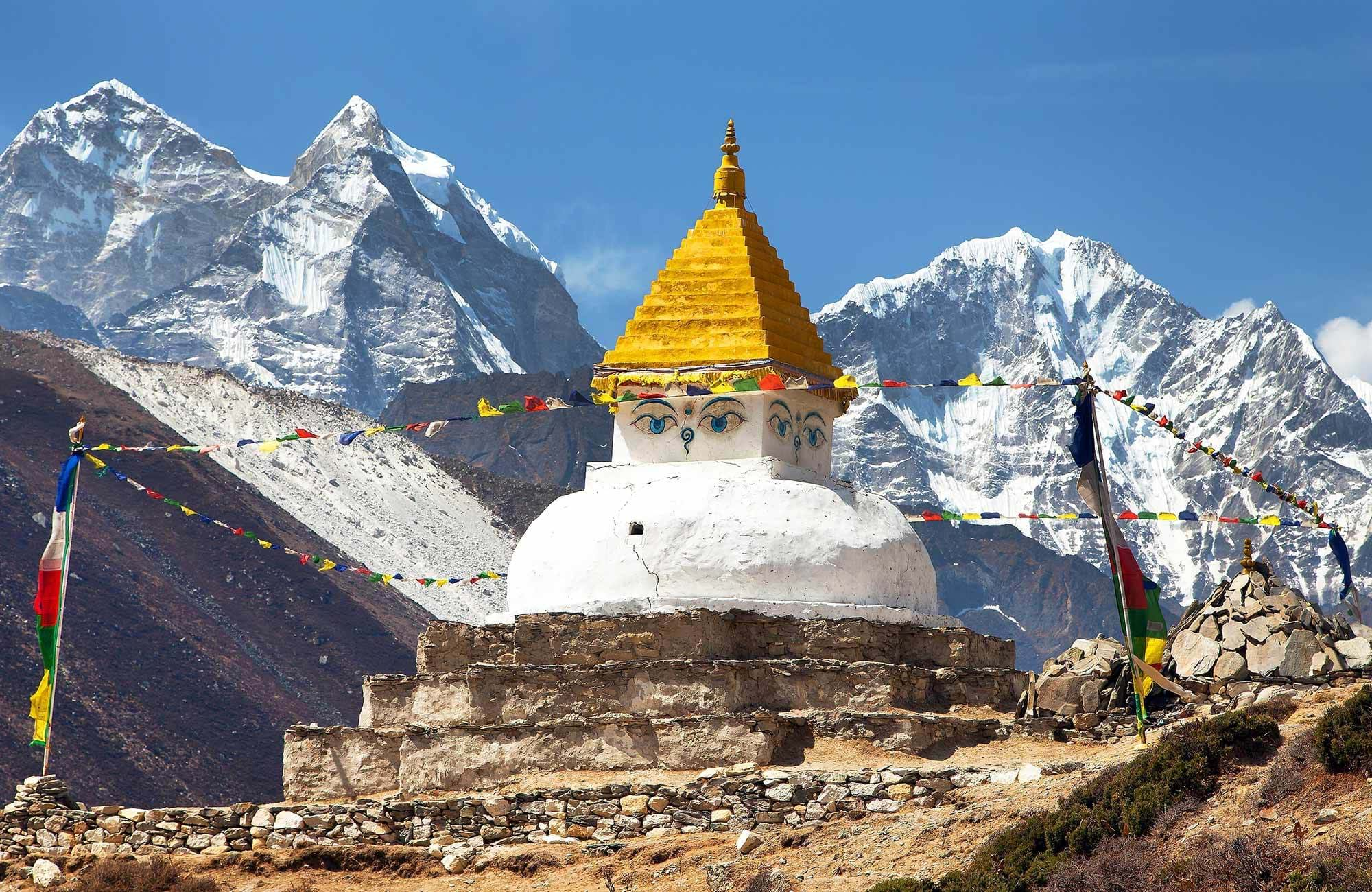 Uitzicht op Dingboche Stupa | Rondreis Mount Everest
