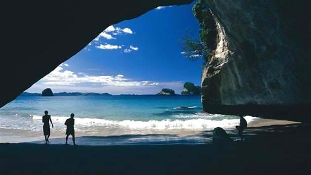 4d4ab72a4522a_266_cathedral-cove-beach